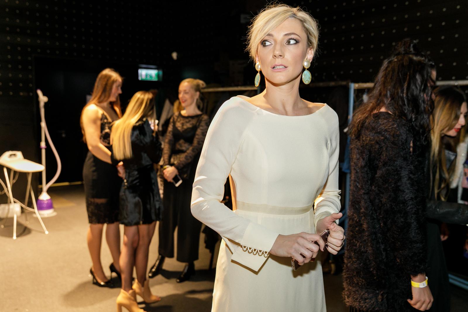 8. kép: Borbély Alexandra már a backstage-ben díva volt