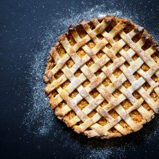 Tökéletesen omlós almás pite gyömbéres csavarral