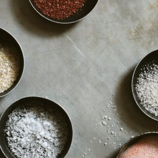 Tengeri, kóser és egyáltalán mennyi? – minden, amit a sózásról tudni érdemes
