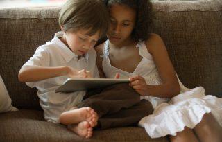 Lehet, hogy már a te gyerekednek is digitális függősége van