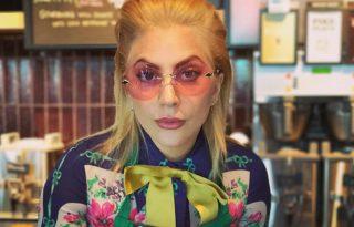 Lady Gaga saját maga ellen zongorázik a luxusmárka kampányában