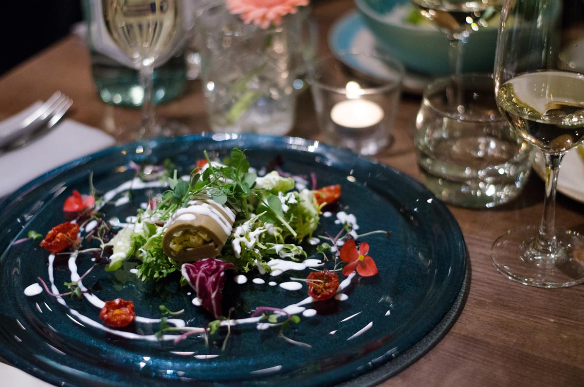 2. kép: Avokádó cannelloni királyrákkal (Mangó, hagyma, paradicsom, chili)