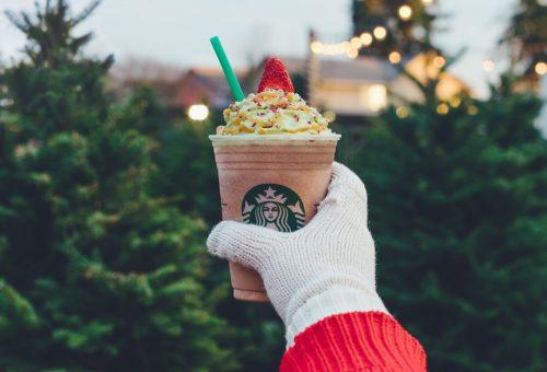 Karácsonyfás frappucinóval rukkolt elő a Starbucks
