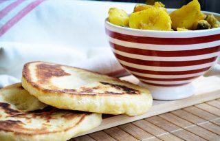 Aszaltbarackos cukkiniragu indiai naan kenyérrel