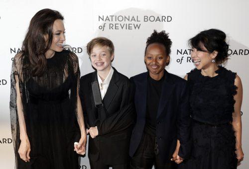 Két lányával érkezett Angelina Jolie a gálára