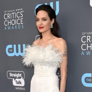 Elképesztő hófehér estélyik a Critics Choice Awards gáláján