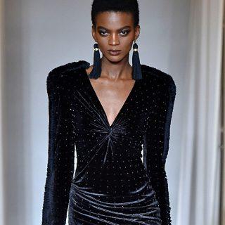 Lenyűgöző bársony pompa a Versace milánói show-ján