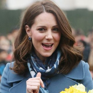 Kate Middleton rákos gyerekeknek ajándékozta a fürtjeit
