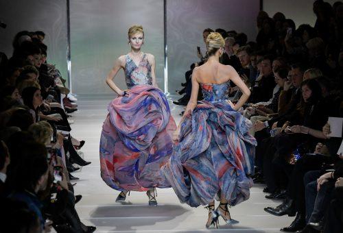 Pasztellcsodák Giorgio Armanitól a párizsi Haute Couture show-n