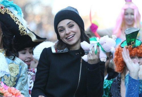 Mila Kunis a nemek közti egyenlőségről beszélt a Harvardon