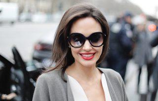 Angelina Jolie nagyon jól érzi magát a Demóna 2 forgatásán
