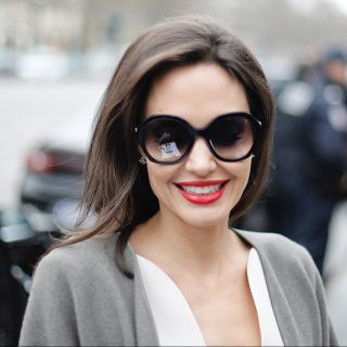 Angelina Jolie-t imádták a fotósok és a rajongók is Párizsban