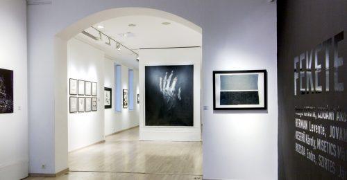 Kiállításra hívunk: Fekete, fehér – igen, nem