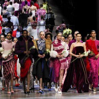 Szexi bársony és fülledt színek Prabal Gurung New York-i show-ján