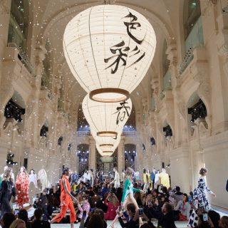 Erős minimalizmus a H&M párizsi bemutatóján