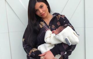 Cuki képet posztolt Kylie Jenner kislányáról, Stormiról