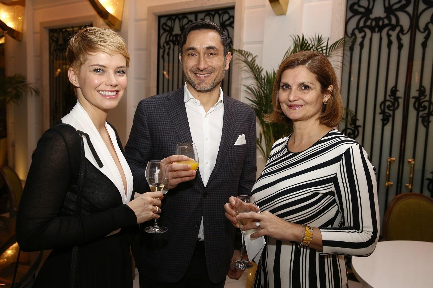 2. kép: Osvárt Andrea párjával és főszerkesztőnkkel