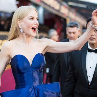 Csillogó estélyik az Oscar vörös szőnyegén
