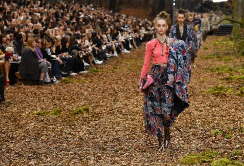 Az avarban lépkedtek a Chanel-modellek Párizsban