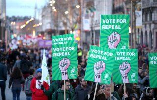 Egy lépéssel közelebb, hogy legális legyen az abortusz Írországban