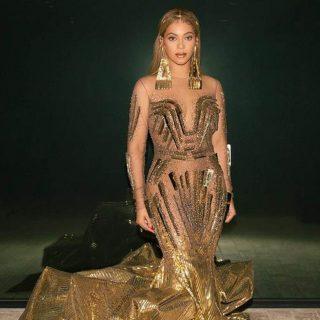 Beyoncé monumentáis műalkotásba öltözött