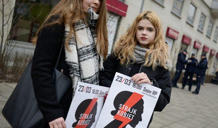 Tömegek tüntetnek Lengyelországban az abortusztörvény szigorítása ellen