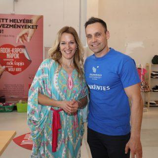 Wolf Kati ruhaadományokkal segít a rászoruló gyerekeken