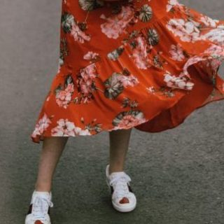 A midi ruhákat már nem csak a nagymamák imádják
