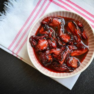 Tavaszi aromaterápia a konyhában: balzsamos sült eper