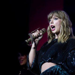 Valaki betört Taylor Swifthez, hogy zuhanyozzon és aludjon egyet nála