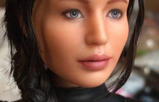 Egészen élethű lett a Jennifer Lawrence barbie