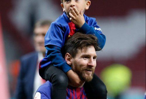 Így parádézott kisfiával a nyakában Lionel Messi