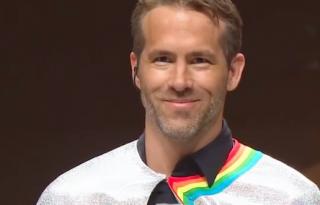 Az unikornisnak öltözött Ryan Reynoldsnál zavarbaejtőbbet ma nem fogunk látni
