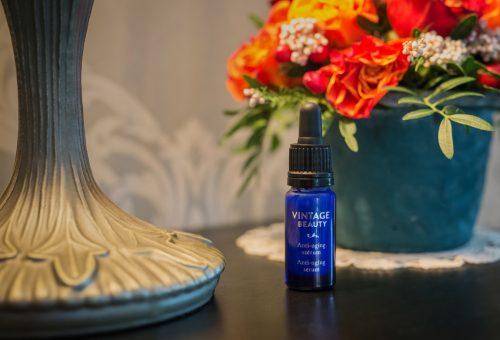 Ránctalanító szérum a leghíresebb magyar parfümőr illatkompozíciójával