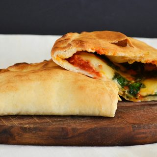 Villámgyors olasz kedvenc: gazdagon töltött calzone