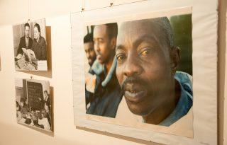 A migráció hétköznapi arcai – Outcast Europe kiállítás a Pintér Galériában