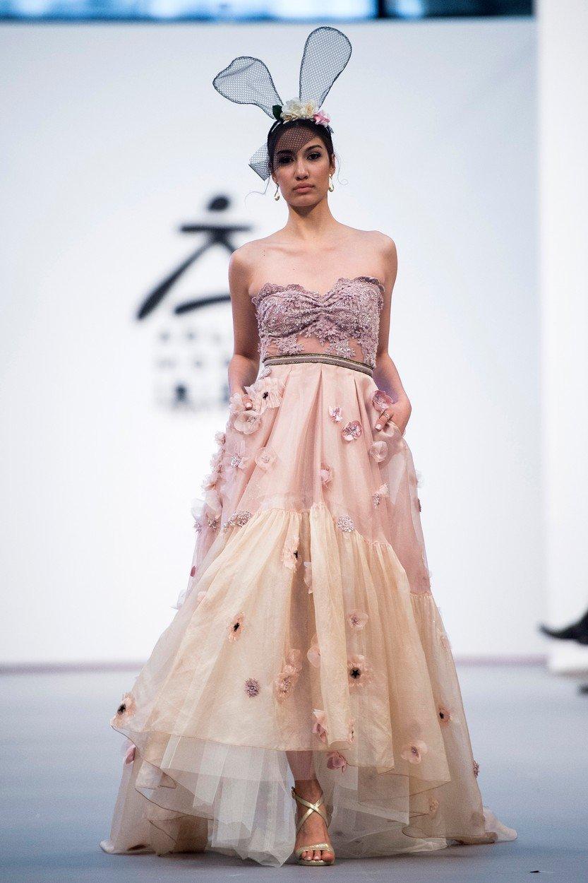 1f20b6e95f Színes menyasszonyi ruhák? 2018-ban már ez is simán belefér | Marie ...