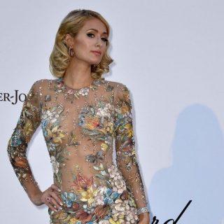 Paris Hilton szexi virágoskertnek öltözött Cannes-ban