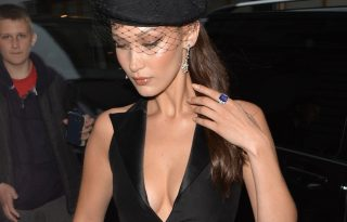 Bella Hadid fekete özvegynek öltözött a Dior eseményén