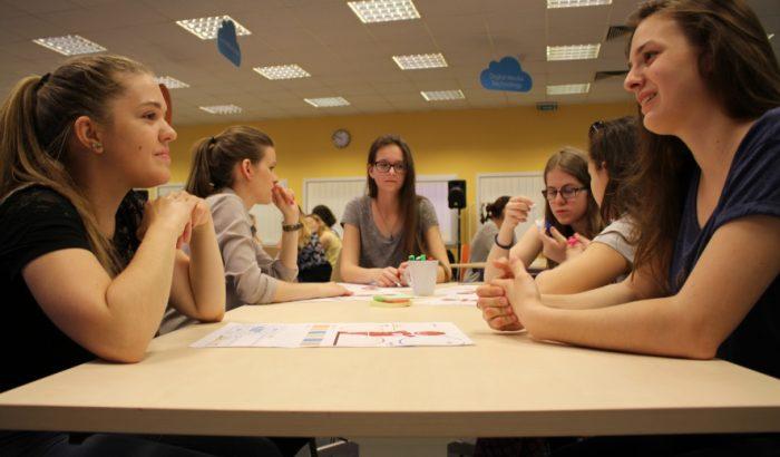 A lányok nagyon is lehetnének programozók, ha a társadalom is úgy akarná