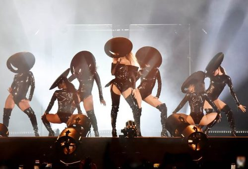 Beyoncé Thierry Mugler bőrfűzőben startolt a családi turnén