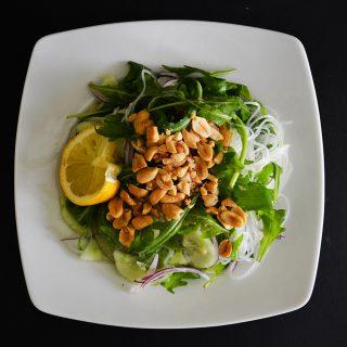 Zöldséges üvegtészta-saláta a legforróbb napokra
