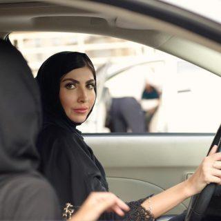Könnyezve-nevetve vezettek a szaúdi nők a tiltás feloldása után
