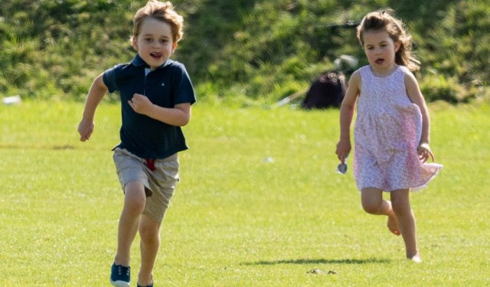 Imádjuk az önfeledten szórakozó kis Charlotte hercegnőt és György herceget