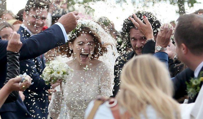 Friss fotók a Trónok harca sztárjainak esküvőjéről