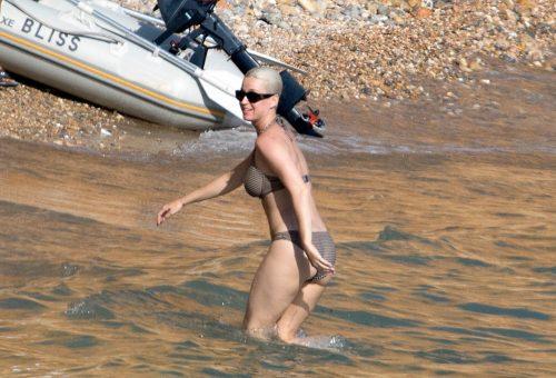 Katy Perry Ibizán strandolt