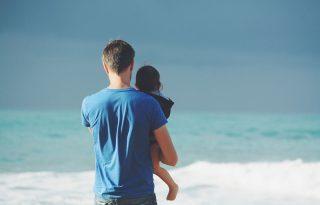 Egyre több apuka maradna otthon a gyerekével