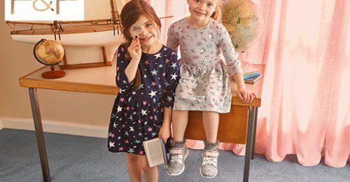Ezeket a ruhadarabokat szerezd be sulikezdésre a gyerekeknek