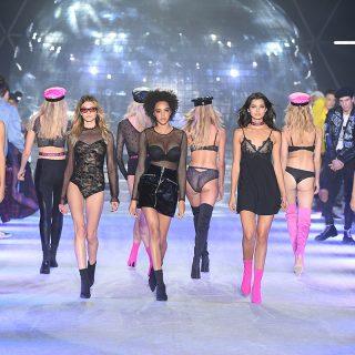Paris Hilton volt a dj a Tezenis divatbemutatóján