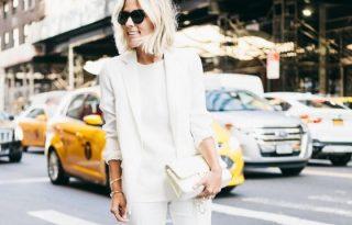 Megéri bevállalni a fehér nadrágkosztümöt!